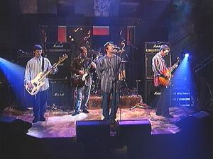 Band live onstage  2  Oasis Band Live